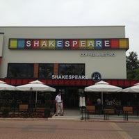 5/17/2013 tarihinde Magazin A.ziyaretçi tarafından Shakespeare Coffee & Bistro'de çekilen fotoğraf