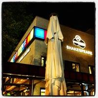 5/18/2013 tarihinde Magazin A.ziyaretçi tarafından Shakespeare Coffee & Bistro'de çekilen fotoğraf