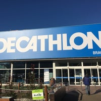 Photo taken at Decathlon by Cesar A. on 12/5/2017