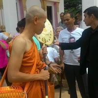 Photo taken at วัดทองพุ่มพวง by Sivanard J. on 7/2/2016