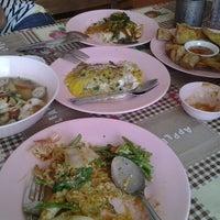 Photo taken at สุกี้ทะเล วงเวียน 22 by Pupe' ☺ N. on 11/21/2012