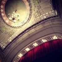 Das Foto wurde bei Moore Theatre von Maggi M. am 7/13/2013 aufgenommen