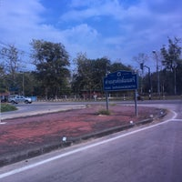 Photo taken at มณฑลทหารบกที่ 32 (ค่ายสุรศักดิ์มนตรี) 32nd Military Circle by Natcha N. on 4/13/2017