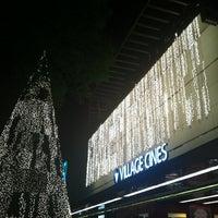 Foto scattata a Village Cines da María Celeste B. il 12/16/2012