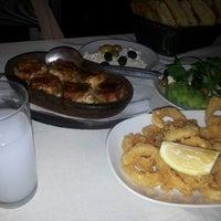 4/10/2013 tarihinde Ajdar K.ziyaretçi tarafından Halil'in Yeri Burak Restaurant'de çekilen fotoğraf