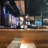 Foto scattata a New Realm Brewing Company da Yawei L. il 10/3/2018