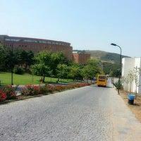 Das Foto wurde bei Üniversite Meydanı von Gökçe A. am 7/25/2013 aufgenommen