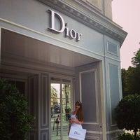 Das Foto wurde bei Christian Dior von Anna P. am 8/16/2013 aufgenommen