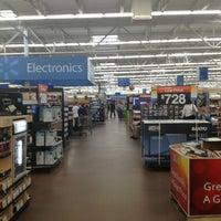 Das Foto wurde bei Walmart Supercenter von Shadow P. am 1/12/2013 aufgenommen