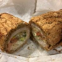 3/9/2017 tarihinde Cynthia H.ziyaretçi tarafından Potbelly Sandwich Shop'de çekilen fotoğraf