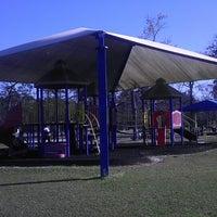 รูปภาพถ่ายที่ Alexander Deussen Park โดย Porfirio R. เมื่อ 3/3/2013
