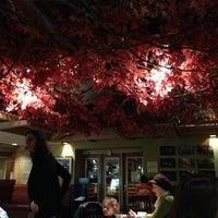 1/12/2013 tarihinde Litzia P.ziyaretçi tarafından The Grenadier Restaurant'de çekilen fotoğraf