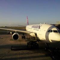 Photo taken at Gate 30 by devo on 4/9/2013