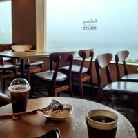 Photo taken at HOLLYS COFFEE by Jibong K. on 7/28/2013