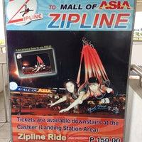 3/2/2013 tarihinde Lito D.ziyaretçi tarafından Mall of Asia Zipline'de çekilen fotoğraf