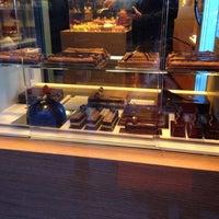 รูปภาพถ่ายที่ La Maison du Chocolat โดย Tomoco เมื่อ 11/2/2013