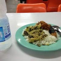 Photo taken at โรงอาหารตึก B by Scake S. on 11/12/2012
