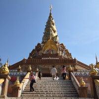Photo taken at Wat Phra That Pha Son Kaew by หนุ่ย ว. on 1/5/2013