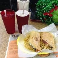 Foto tomada en Enriqueta's Sandwich Shop por Sarimá G. el 12/8/2012