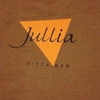 Foto tirada no(a) Jullia Pizza Bar por Adriana B. em 1/15/2013