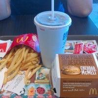 Foto tirada no(a) McDonald's por Luiza L. em 11/17/2012