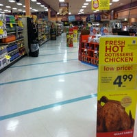 Photo taken at Giant Eagle Supermarket by Keith P. on 11/24/2012