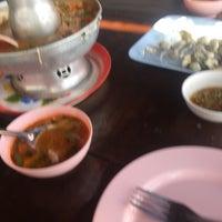Photo taken at เจ๊อึ่งซีฟู๊ด (ป่าคั่น) Jae Aung Seafood by Witthawat Gun K. on 3/28/2017