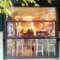 11/11/2011 tarihinde Venelin I.ziyaretçi tarafından Café Ma Baker'de çekilen fotoğraf