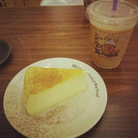 Photo taken at The Coffee Bean & Tea Leaf by Chayin C. on 12/21/2013