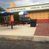 Foto scattata a Tacos Rapidos da Matthew L. il 7/4/2015