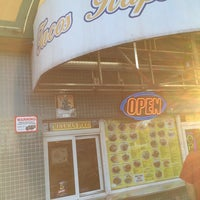 Foto scattata a Tacos Rapidos da Matthew L. il 11/8/2014
