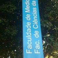 Photo taken at Faculdade de Medicina (FM) by Vinícius L. on 9/21/2013