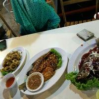 Photo taken at D'King Seafood by Mat P. on 6/13/2015
