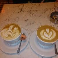 11/3/2013 tarihinde Mert Ö.ziyaretçi tarafından Mambocino Coffee'de çekilen fotoğraf