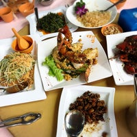 Photo taken at Hua Yu Wee Restaurant by Tony B. on 12/24/2017