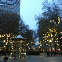 รูปภาพถ่ายที่ Rittenhouse Square โดย Shangchun Y. เมื่อ 12/2/2012
