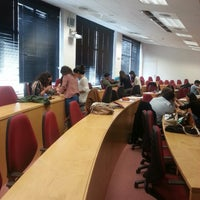 Foto tomada en Edificio de Bibliotecas - UNAV por Maria B. el 10/29/2013