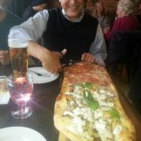 Photo prise au Goodfellas Wood Oven Pizza par Kid N. le3/20/2014