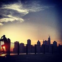 Das Foto wurde bei Brooklyn Heights Promenade von Jason K. am 5/22/2013 aufgenommen