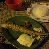 Photo taken at Seafood Lesehan Mbak Imah by Chakim Y. on 8/1/2014