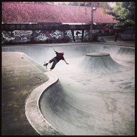 Photo taken at Bowl Globe Skate Park by elstoly on 4/15/2013