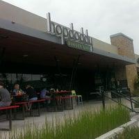 Снимок сделан в Hopdoddy Burger Bar пользователем Sriram M. 4/26/2013