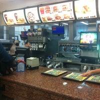Foto tirada no(a) McDonald's por Lucas R. em 1/18/2013
