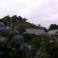 Photo taken at 麻綿原天拝園 (妙法生寺) by 八重 松. on 7/12/2014