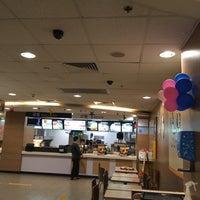 Photo taken at McDonald's (麦当劳) by 4zai on 11/3/2016