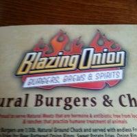 Das Foto wurde bei Blazing Onion Burger Company von Jamella S. am 11/24/2012 aufgenommen