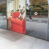 Photo taken at Loja Vodafone by Claudia M. on 8/26/2017