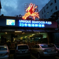 Photo taken at Unique Seafood 23 Restaurant (23海鮮飯店) by Joycelyn L. on 11/30/2012