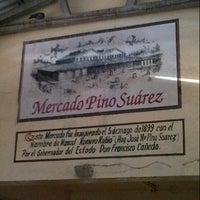 รูปภาพถ่ายที่ Mercado Pino Suarez โดย Guillermo C. เมื่อ 1/17/2013