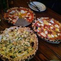 Das Foto wurde bei Roberta's Pizza von Christina H. am 2/7/2013 aufgenommen